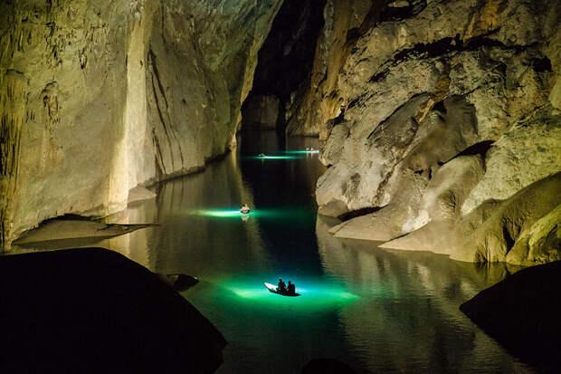 Внутри самой большой пещеры планеты: завораживающие фото из пещеры Шондонг