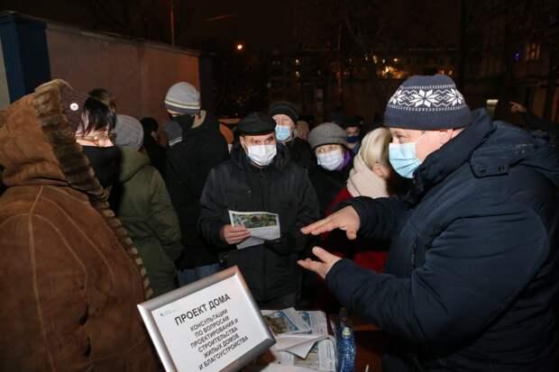 Жители района Люблино на встрече с представителями Фонда реновации / Фото: Ярослав Чингаев