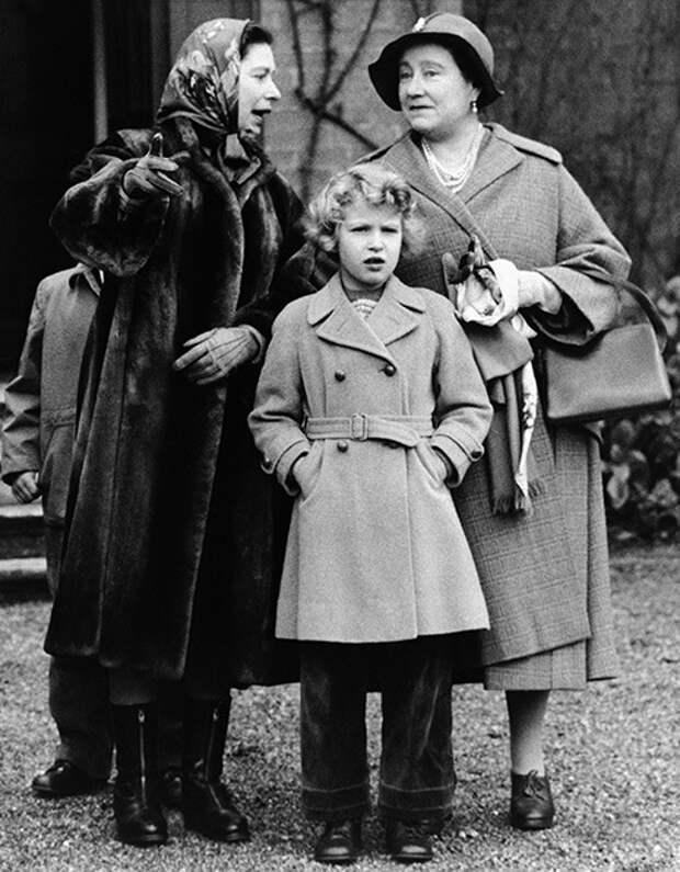 Елизавета II и ее 17 наследников, для которых она — просто любимая бабушка