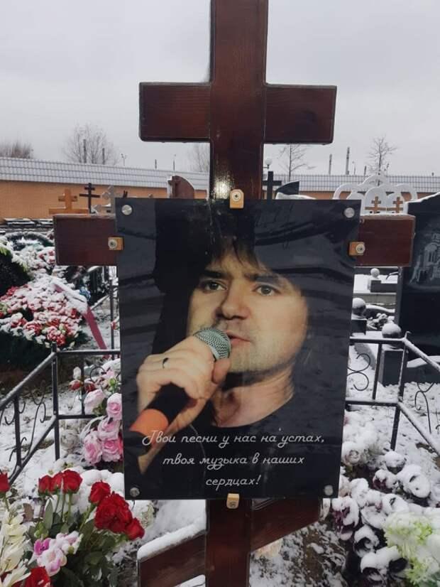 Любовница постаралась: что случилось с могилой Евгения Осина