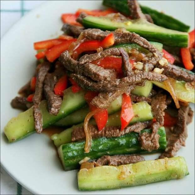 Мясо со свежими огурцами по-корейски