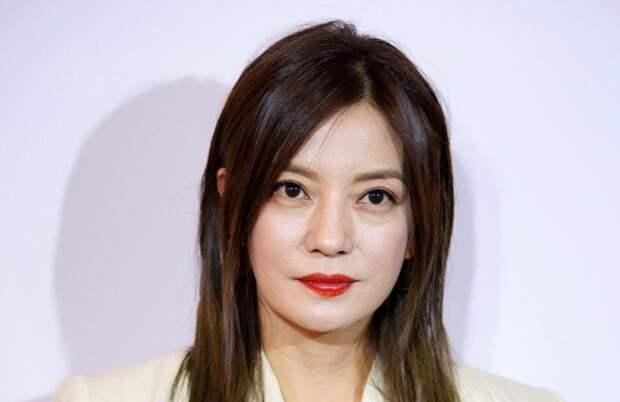 Богатейшую актрису Китая «удалили» из интернета