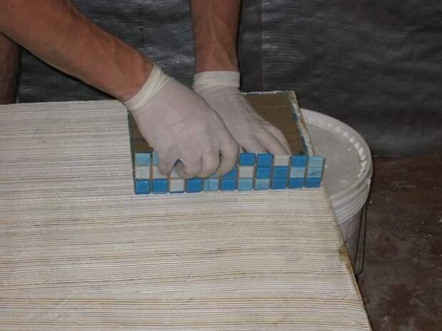 Приклеивание мозаики на бумажной основе