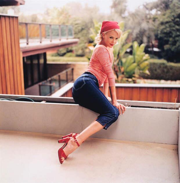 Шарлиз Терон (Charlize Theron) в фотосессии Регги Касагранде (Reggie Casagrande) (1996), фото 2