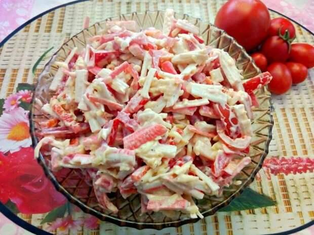 Попробовала у подруги «Крабовый» салат по-новому. Мне очень понравился