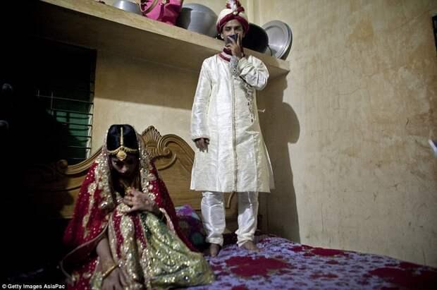 Брак 15 летней девочки и 32 летнего мужчины