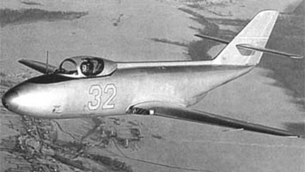 Восстановленные самолеты Як-30 и Як-32