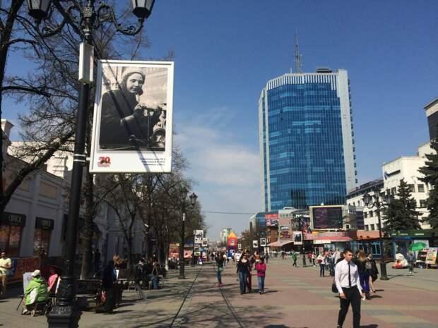 Челябинский Арбат пожертвовал рекламой ради фотографий военных лет