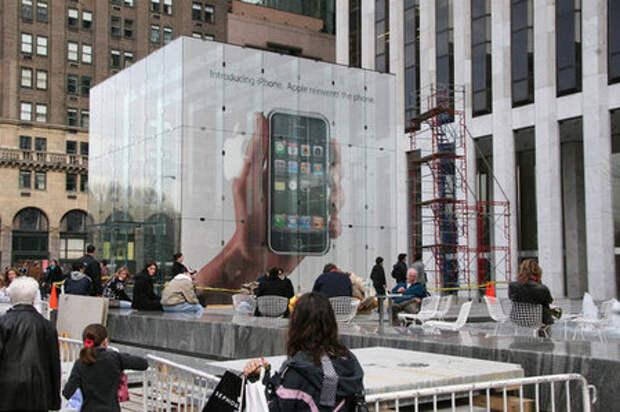 Кубическая реклама iPhone была демонтирована