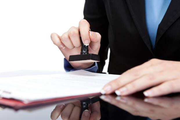 Снять деньги с депозита супруга можно только по нотариальной доверенности