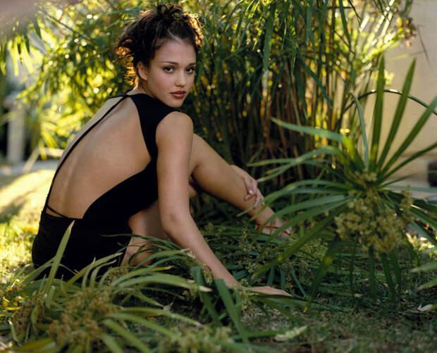 Джессика Альба (Jessica Alba) в фотосессии Патрисии де ла Роса (Patricia de la Rosa) для журнала Maxim (1999), фото 7