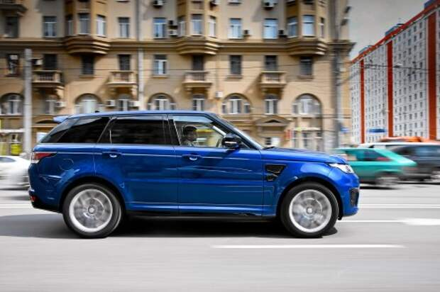 Цвет Estoril Blue – визитная карточка версии SVR. Заказать любой другой Range Rover такого же цвета невозможно.
