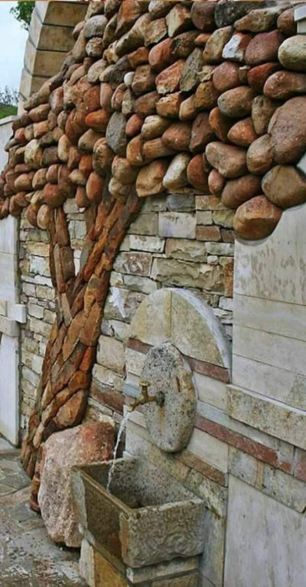 Каменное дерево в старом городе