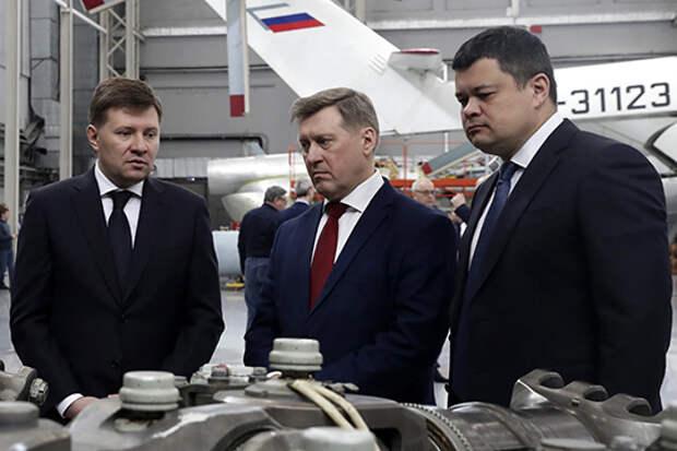 Завтра его сменит Алексей Белых (справа), но пока в названии его должности будет дополнение «врио»