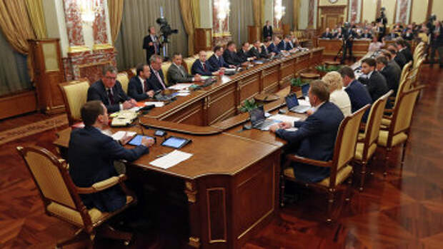 Премьер-министр РФ Д.Медведев провел заседание правительства РФ
