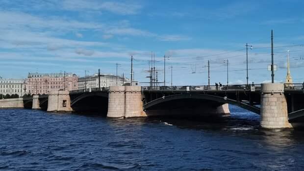 Шквалистый ветер и дождь ожидаются в Петербурге 24 сентября