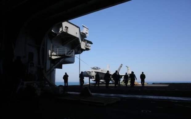 Истребитель на борту авианосца «Гарри Трумэн»