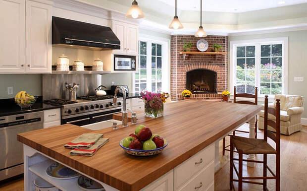 Стильная кухня с камином
