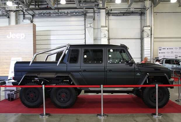 Цена этого тюнингованного компанией Brabus Mercedes-Benz – 700 тыс. евро.
