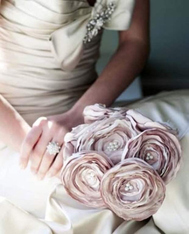 Изящные украшения из ткани своими руками