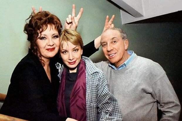 Наталья Тенякова и Сергей Юрский с дочерью Дарьей.