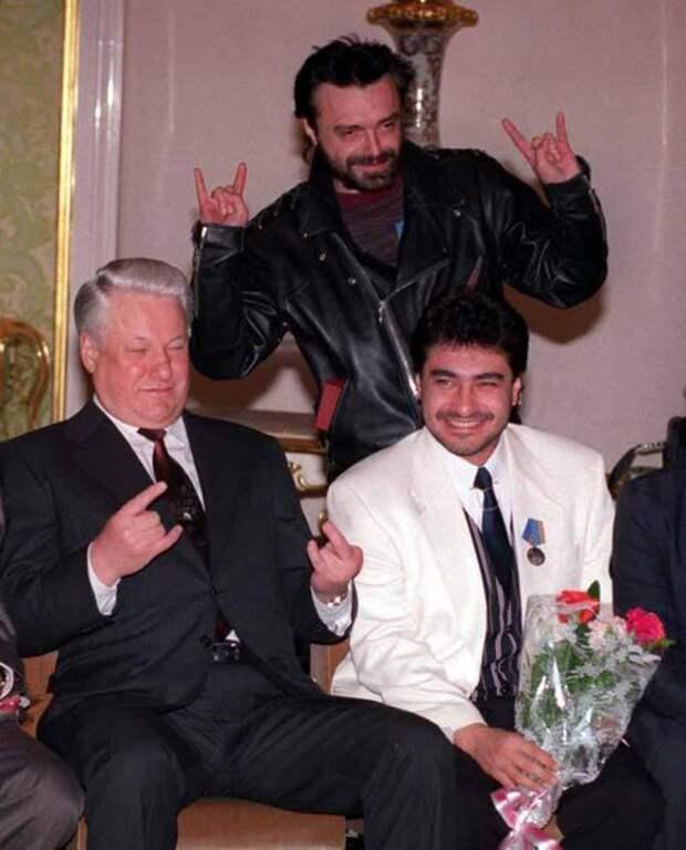 Кинчев агитирует за Ельцина 1996 год.