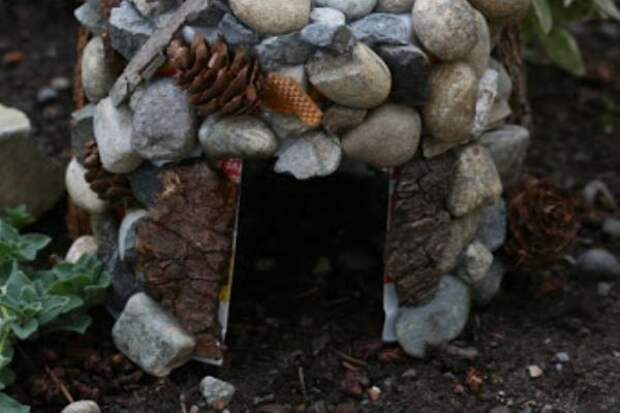 Домик для лягушки из майонезного ведерка, фото с сайта kidskidki.ru