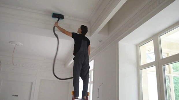 Пылесос убирает пыль и соринки, которые не дают краске ровно ложиться / ФОТО: faneraosb1.com