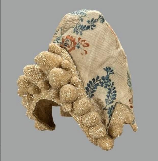 Праздничная одежда народов России XIX–XX веков до 2 октября Выставочный комплекс Исторического музея
