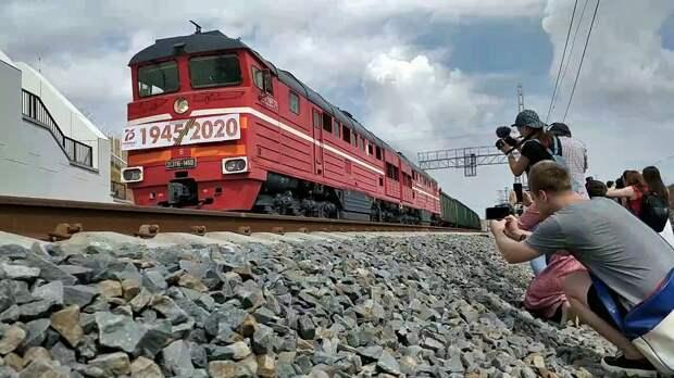 Аксенов назвал подарком крымчанам запуск грузовых поездов по Крымскому мосту