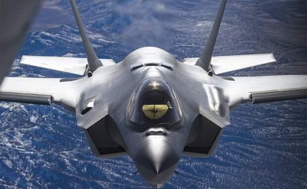 На фото: истребитель пятого поколения F-35 Lightning II
