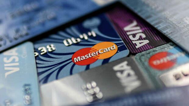 """Интернет-омбудсмен назвал платный выпуск банковских карт """"страшилкой"""""""