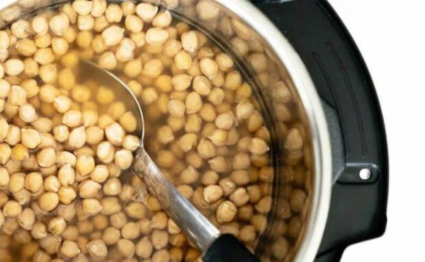 Варим горох за 5 минут: дальше его можно и в суп, и в кашу