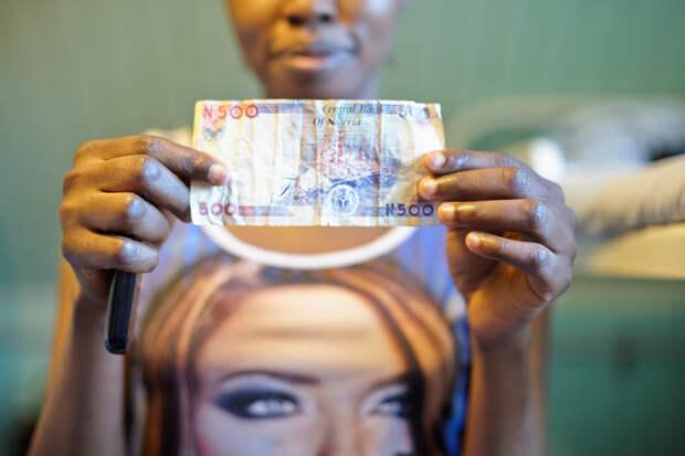 3. Россия заняла 5-е место в мировом рейтинге рабства как страна, куда везут людей для продажи. Нигерия же заняла 1-е место как «страна-источник» по торговле людьми. Для многих семей отправить дочь в Европу — это единственный способ спастись от нищеты.