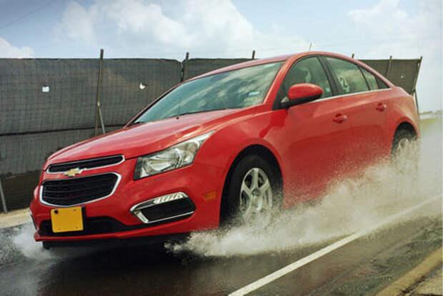 Пять советов, как управлять автомобилем на мокрой дороге