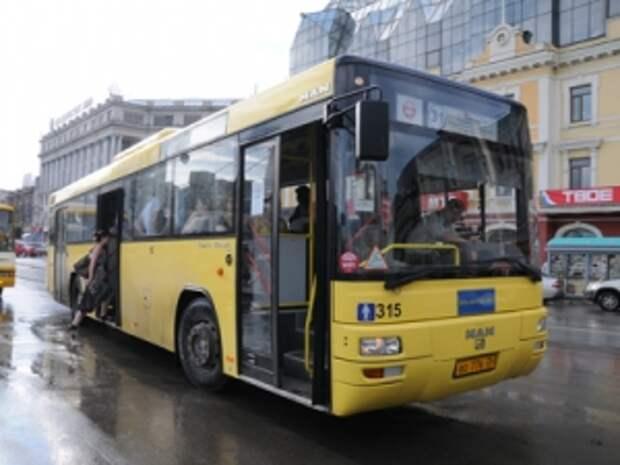 По решению суда автопарк выплатит 100 000 руб. пассажирке, упавшей в резко затормозившем автобусе