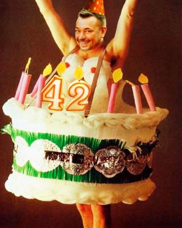 Сергей Жуков опубликовал фото в торте