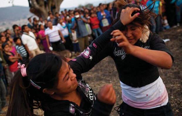 Кулачные бои в мексиканских селах.