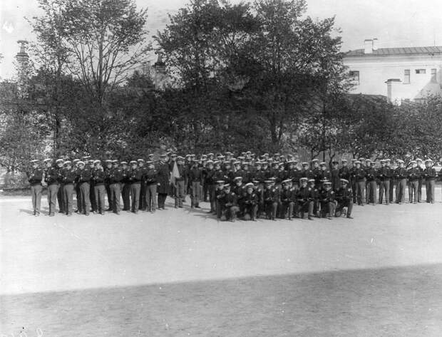 07. Военные занятия воспитанников в саду