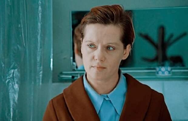 Алиса Фрейндлих в фильме *Служебный роман*, 1977 | Фото: cosmo.ru