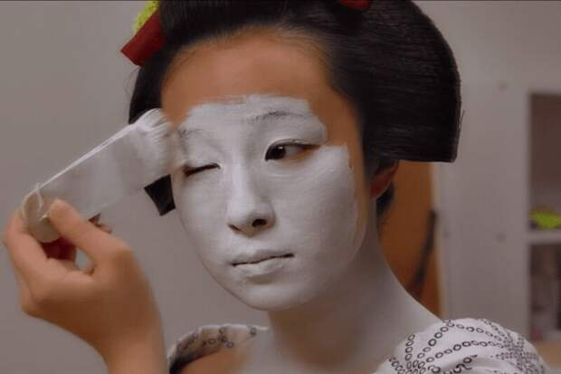 Зачем гейши белят лицо