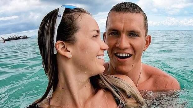 Жена Большунова опубликовала фото топлес в ванной