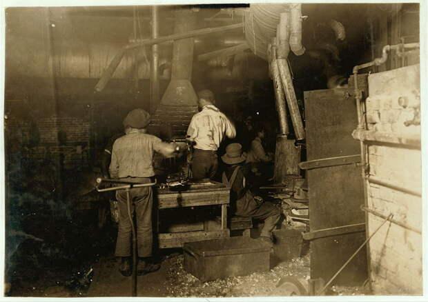 23. Стекольное производство в Индиане. 1908 год. америка, дети, детский труд, история