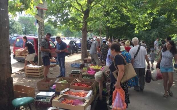 В Крыму «стихийные» торговцы бежали, куда глаза глядят (ФОТО)