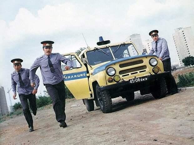 Подумав, милиционеры решили, что на своих двоих догонят преступников быстрее, чем на УАЗе СССР, авто, автоистория, гибдд, ливрея, полицейский автомобилиь, полиция
