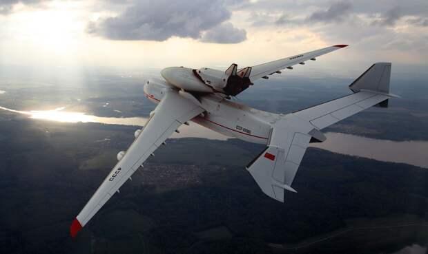 АН-225 «Мрия» — самый большой транспортный самолёт в мире