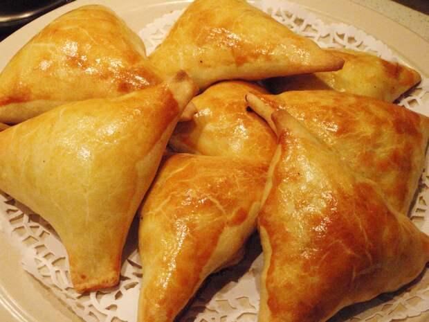 Нежное куриное мясо в хрустящем слоеном тесте - самса