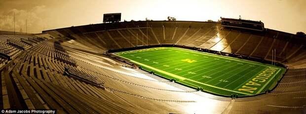 Спортивный стадион Мичиганского университета