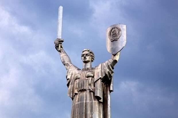 Декоммунизация украинской Родины-матери