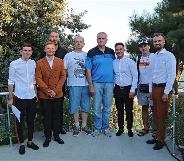 Аксёнов поздравил команду КФУ со вторым местом в Высшей лиге КВН